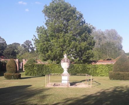 Another hidden garden (2)